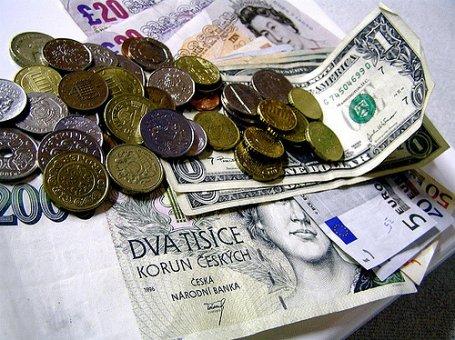 Netvařme se, že eurozóna vyřešila všechny problémy. Být Českem, tak se do eura neženu
