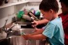 Umylo vám dieťa riad? Pýtajte faktúru!