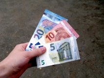 Kto ostane hladný, keď sa zvýši minimálna mzda?